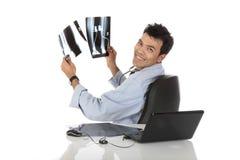 医生英俊的男性尼泊尔成功的年轻人 免版税图库摄影