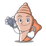 医生逗人喜爱的壳字符动画片 免版税图库摄影