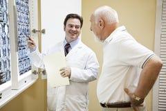 医生exlplains结果测试 免版税库存图片