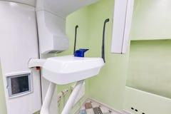医疗内部,牙齿特写镜头X-射线诊断用具 口腔医学概念 免版税图库摄影