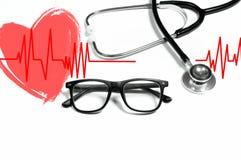 医疗听诊器和红色心脏与心电图 最佳的概念医生执行健康 库存图片