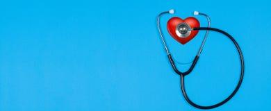 医疗听诊器和红色心脏 免版税库存图片
