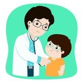 医疗检查的小男孩与男性儿科医生医生 库存图片