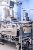 医疗设备在重症监护病房病区里 免版税库存图片