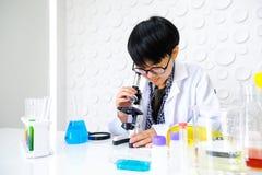 医疗设备 增加流体的血液testPipette 免版税图库摄影