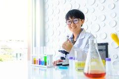 医疗设备 增加流体的血液testPipette 库存照片
