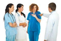 医院经理责备医生妇女 免版税库存图片
