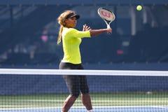 十七次全垒打冠军小威廉姆斯为美国公开赛实践2014年在比利・简・金国家网球中心 免版税库存照片