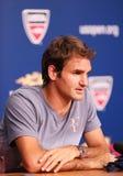 十七次在新闻招待会期间的全垒打冠军罗杰・费德勒在比利・简・金国家网球中心 免版税库存图片