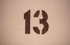 十三在墙壁上 库存照片
