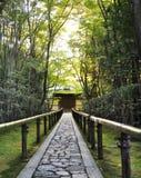 十三弦琴在Daitoku-ji -京都子寺庙,日本 库存照片
