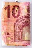 十与纸夹的欧元 库存照片