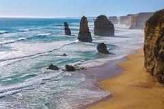 十二位传道者在澳大利亚,维多利亚,巨大海洋路海岸线风景靠岸和岩石 库存图片