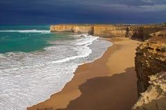 十二位传道者在澳大利亚,维多利亚,巨大海洋路海岸线风景靠岸和岩石 免版税图库摄影