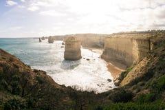 十二位传道者岩层在沿大洋路,维多利亚,澳大利亚的海洋 免版税库存图片