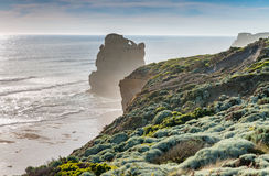 十二使徒岩在海洋,太阳的大洋路晃动 库存照片