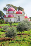 十二使徒岩希腊东正教在Capernaum,以色列 免版税库存图片