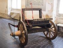 十二16世纪的第二个一半的充电的大炮 免版税库存照片
