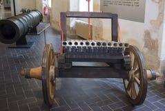 十二16世纪的第二个一半的充电的大炮 库存照片