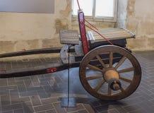 十二16世纪的第二个一半的充电的大炮 免版税库存图片