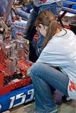 十几岁在机器人学竞争中竞争 免版税库存照片
