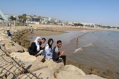 十几岁在海洋在阿加迪尔沿岸航行在摩洛哥 免版税库存图片