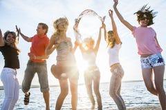十几岁海滩党 免版税库存照片
