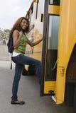 十几岁的女孩住宿学校公共汽车 库存图片