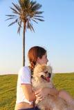 十几岁的女孩和狗 库存图片