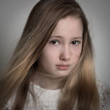 年轻十几岁的女孩哭泣 免版税图库摄影