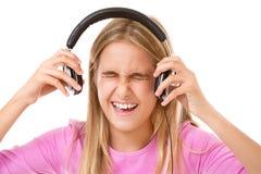 十几岁的女孩尖叫与被隔绝的耳机 免版税库存照片