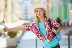 十几岁的女孩旅行在欧洲 旅游业和假期概念 库存照片