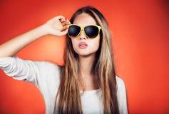 十几岁的女孩纵向 免版税库存照片