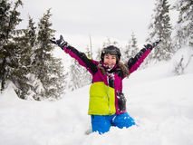 十几岁的女孩滑雪 免版税库存图片