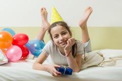 十几岁的女孩` s生日是10-11岁 免版税图库摄影