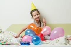 十几岁的女孩` s生日是10-11岁 免版税库存图片