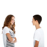 十几岁的男孩和女孩聊天 免版税图库摄影