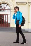 十几岁的男孩旅客  免版税库存照片