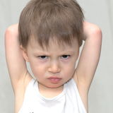 十分愤怒的男孩 库存图片
