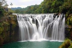 十分瀑布长的曝光基隆河的在平溪区,新北市,台湾 库存图片