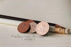 十参议员马来西亚在相反的林吉特硬币,有一个参议员两枚硬币的木槿罗莎sinensis行式映象和五参议员  免版税库存图片