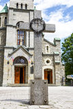 十字架和圣洁家庭教会 免版税库存照片