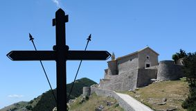 十字架和城堡 免版税图库摄影