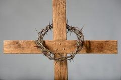 十字架和铁海棠 免版税库存照片