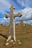 十字架和Kapelludden教会废墟  免版税库存照片
