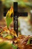 十字架在公墓 免版税图库摄影