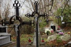 十字架在公墓 免版税库存照片