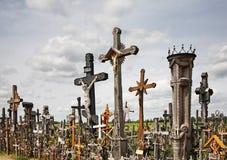 十字架小山在希奥利艾附近的 立陶宛 库存照片