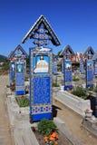 十字架快活的公墓在Sapanta,罗马尼亚 免版税库存照片