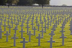十字架标记美国坟墓, WWII的领域 免版税库存照片